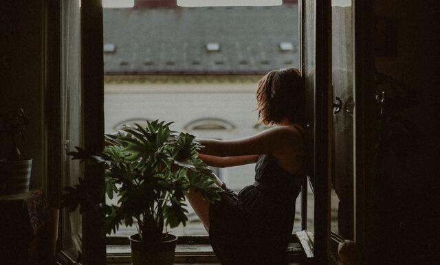 Misstänker du att du har en höstdepression? Här är de 7 bästa tipsen som kan få dig att må bättre!
