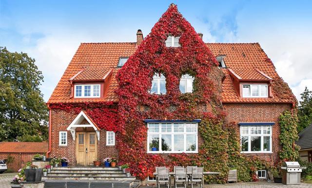 Tegelvillan i Skåne är höstens helt klart vackraste hus!