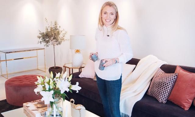 Se hur Andrea Brodin inreder sitt vardagsrum med trendiga detaljer