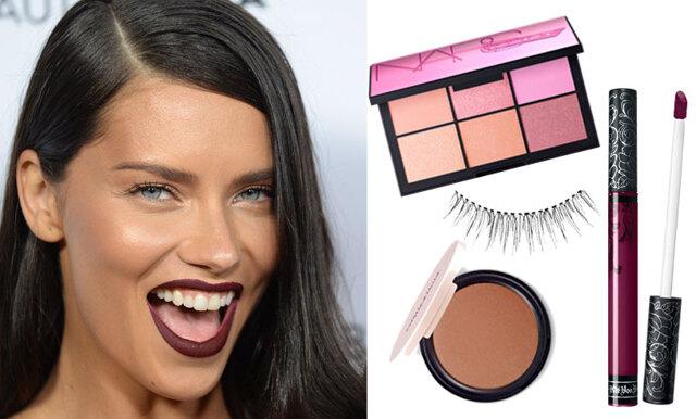 Inspireras av Adriana Limas sminkning – mörka läppar i höst är så hett!