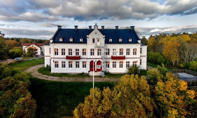 Här är unika villan i herrgårdsstil som ger dig 23 rum för 3,9 miljoner