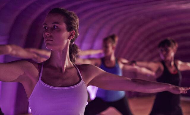 Studie: Gruppträning minskar dina stressnivåer mer än träning på egen hand