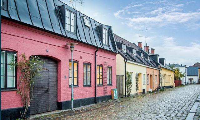 Nu kan det sagolikt rosa huset mitt i stan bli ditt (vi dör så fint)!