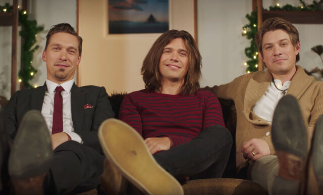 Hanson är tillbaka med en ny jullåt och vi känner oss så nostalgiska