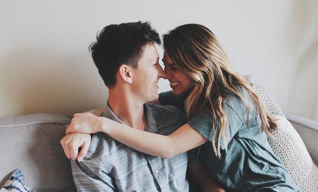 Studie: De som inte visar upp sitt förhållande i sociala medier är lyckligare