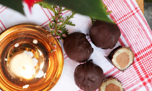 Mozartkulor sätter guldkant på vinterns alla fester– med 3 ingredienser