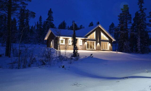 Här vill vi fira jul – nu kan det mysiga fritidshuset i Jämtland bli ditt!