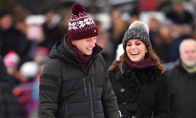 Just nu: Kate Middleton och prins William spelar bandy i Stockholm – se bilderna här