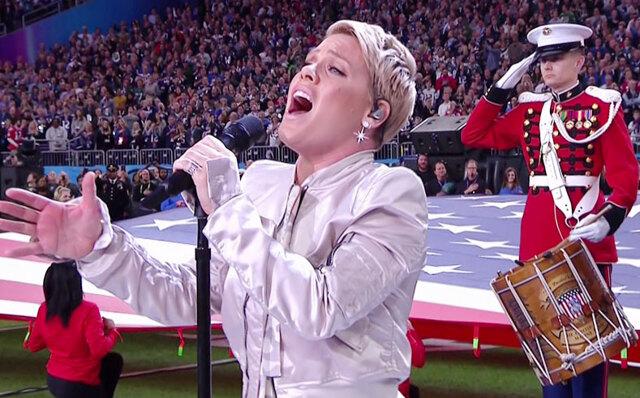 Pink sjöng febrig under Super Bowl – se hennes klockrena kommentar på kritiken