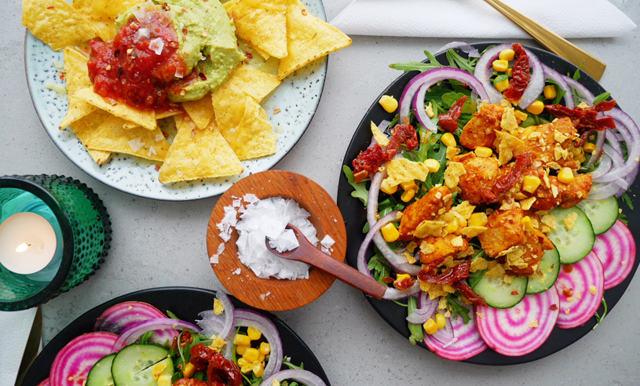 Ingen fredag utan tex-mex! Uppdatera tacosen med syrlig och het fajitasallad