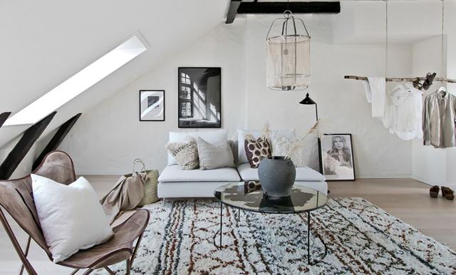 Svart, vitt och grafiskt – inspireras av denna magiska vindsvåning i Helsingborg