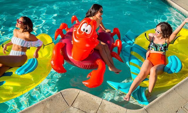 Disneys nya poolparty-kollektion får oss att vilja ta fram vår inre Ariel!