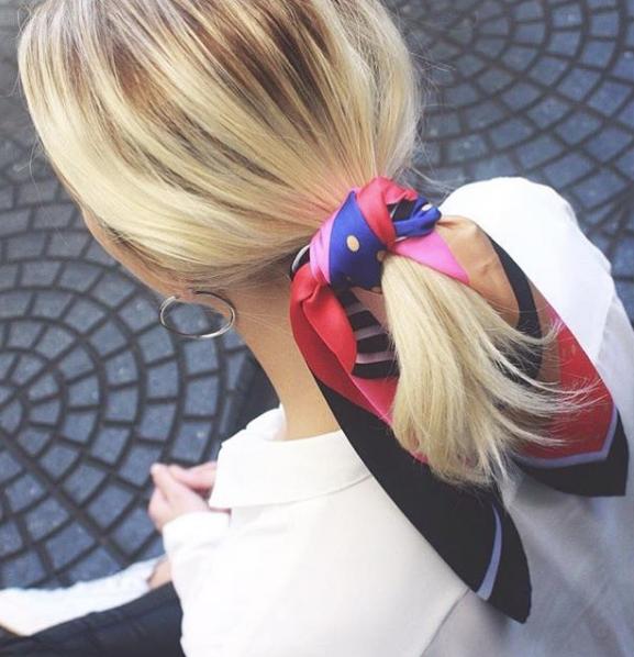 lokal total Autonomi  Bär scarfen i håret – så fixar du 6 trendiga frisyrer på ett kick ...