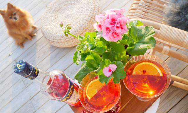 Kicka igång våren med sommarens godaste (och enklaste) drink – Aperol Spritz