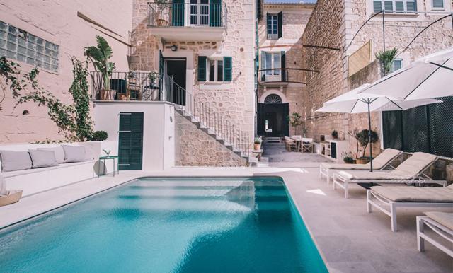 Vi tackar verkligen inte nej till att bo i detta magiska townhouse på Mallorca!