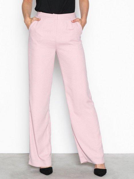 Vårens måste-ha-plagg – här är 20 olika modeller av kostymbyxan ... 366b10e1ef2b9