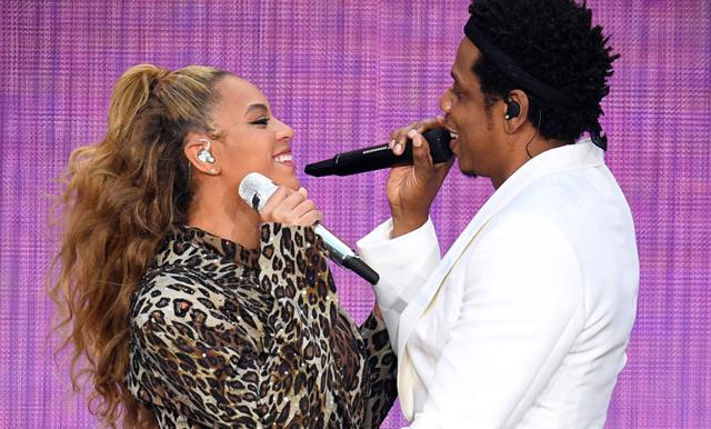 Beyoncé och Jay Z visar kärleken under världsturnén!