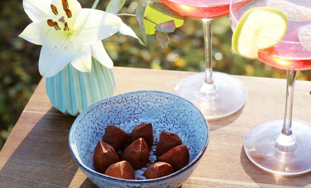 Enklaste godisen att göra i helgen – krämiga chokladtryfflar