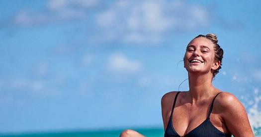 Penny Parnevik hyllas av tusentals för sin bikinibild:
