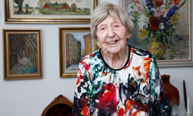 """106-åriga bloggaren Dagny på sjukhus efter bilolycka: """"Hade änglavakt"""""""