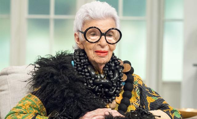 97-åriga stilikonen Iris Apfel signerar modellkontrakt: