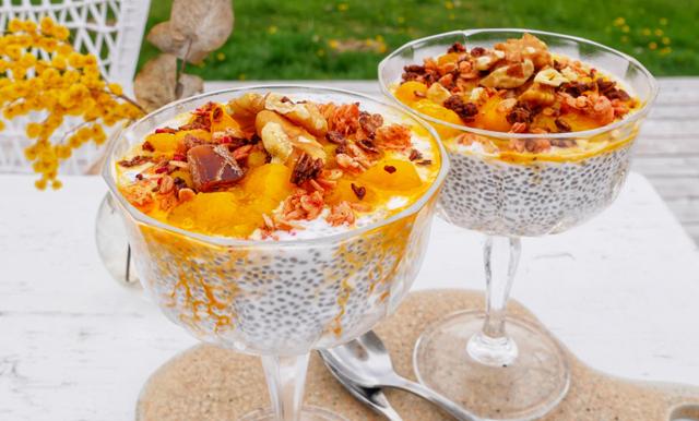 Superenkel chiapudding med chokladgranola och mangosylt