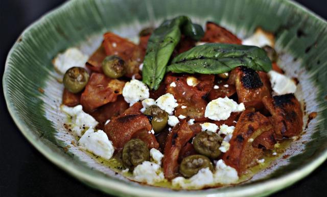 Varm grekisk sallad på Foodjunkies vis