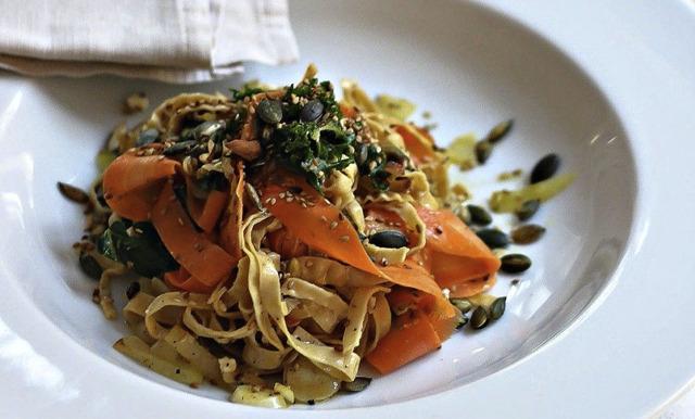 Bönpasta med grönkål och morot på 10 minuter