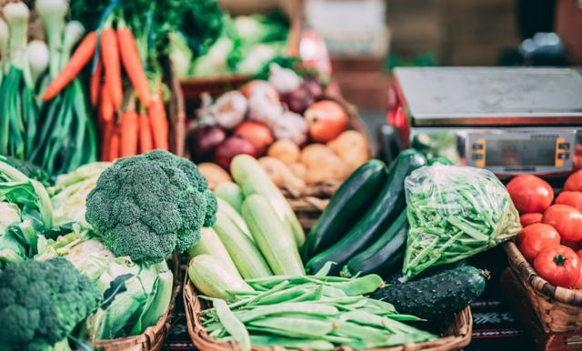 10 tips på hur du fyller skafferiet med ekologisk – och billig – mat