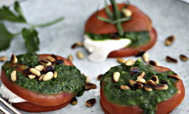 Foodjunkies tomatburgare med pesto