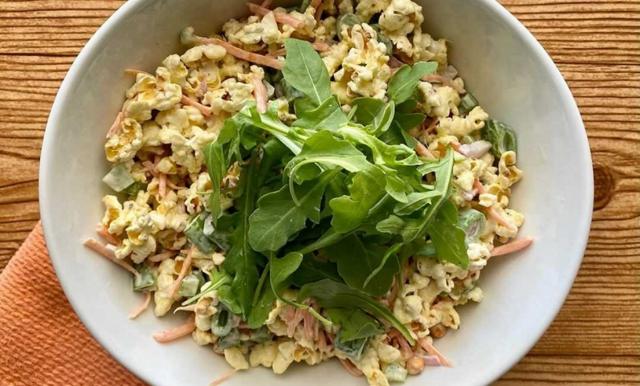 Popcornsallad – här är receptet hela internet pratar om!