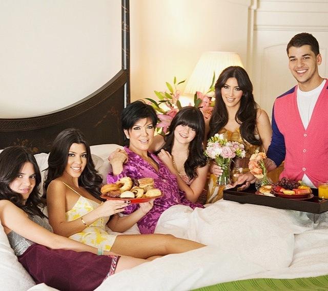 Blomhav och lyxväskor – så firade Kardashians mors dag