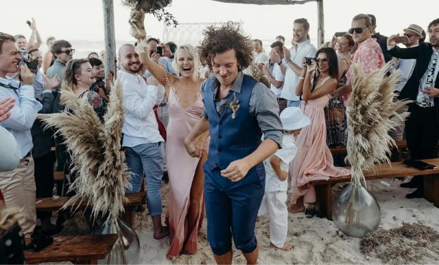 13 kändisar som inte bar vitt på bröllopsdagen