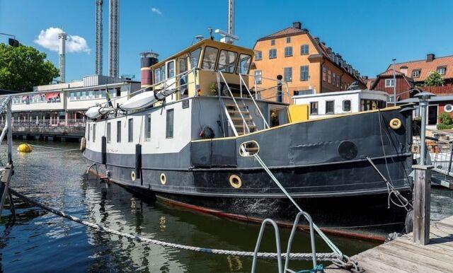 Drömmig husbåt på Djurgården – mest klickade på Hemnet just nu