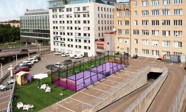 Spela padel och dejta – Tinder öppnar padelbana i Stockholm