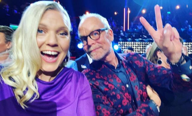 Carina Bergfeldt blev årets kvinnliga programledare – tackar Fredrik Skavlan för allt stöd