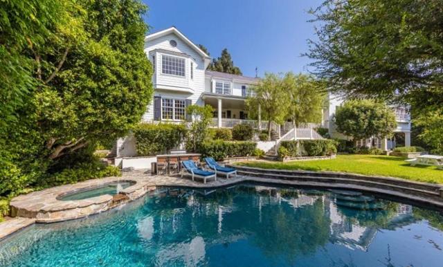 Mila Kunis och Ashton Kutcher säljer sin lyxvilla – spana in bilderna från hemmet i Beverly Hills