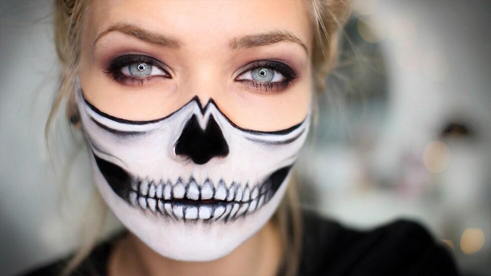 half-skull-face-halloween-makeup