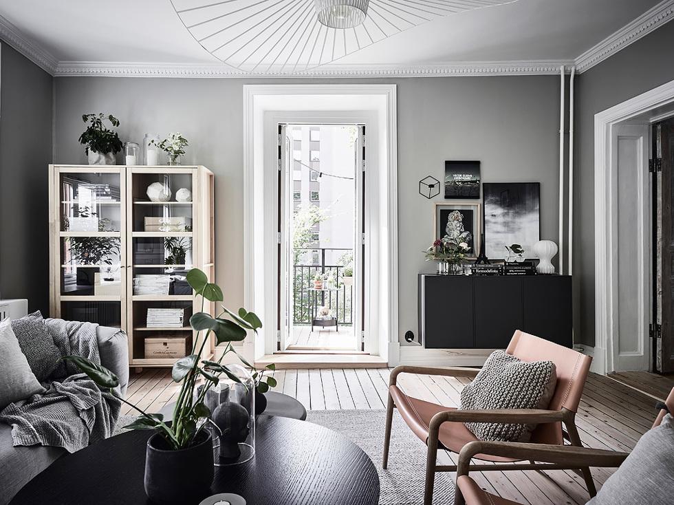 """Är på jakt efter fina byråer skåp tv-möbler till vår nya lägenhet. Tycker  denna var super fin. Kan det vara en klassisk Ikea """"bestå"""" stomme må tro  2002af889573e"""