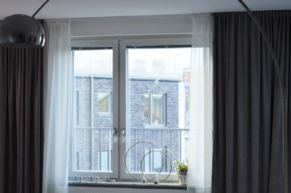 hur sätter man upp gardiner i taket