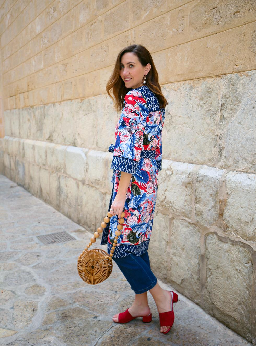 ced7b709c5f6 Sen tycker jag att det är supersnyggt att bära matchande set, och kunde  därför inte motstå den här kjolen i omlottmodell tillsammans med en topp  med ...