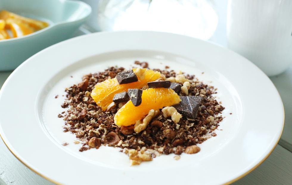 Frukost banana split med chokladgranola