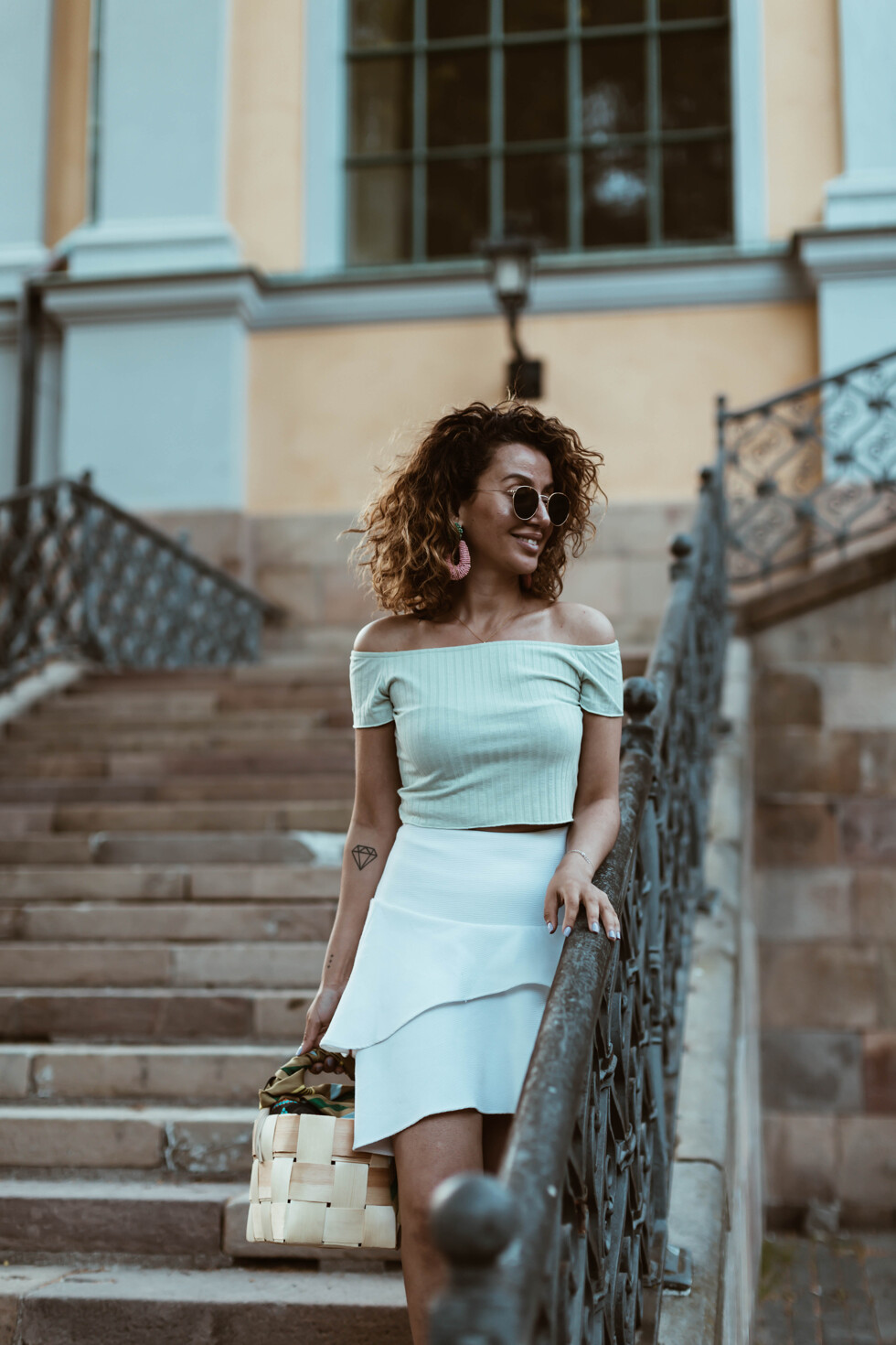 sara-che-mint-top-nelly-frill-skirt-white-hm-leopard-sneaker-zara-beck-søndergaard-scarf-basket-bag-curly-hair