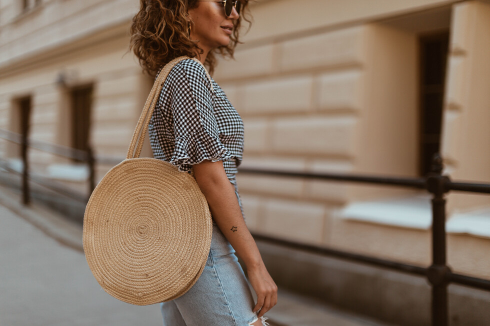 sara-che-rails-clothing-Athena -Black-Mini-Gingham-nly-trend-mom-jeans-zalando-piecec-straw-bag-suede-nude-heels