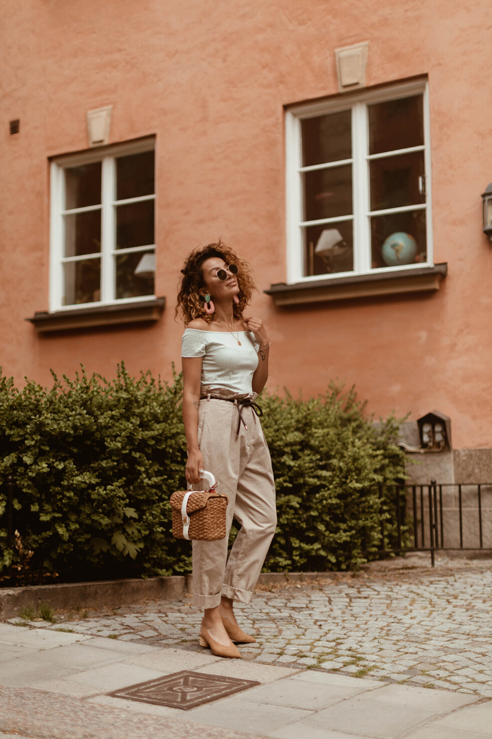 sara-che-paper-waist-pants-90s-fashion-straw-bag-curly-hair-off-shoulder-top