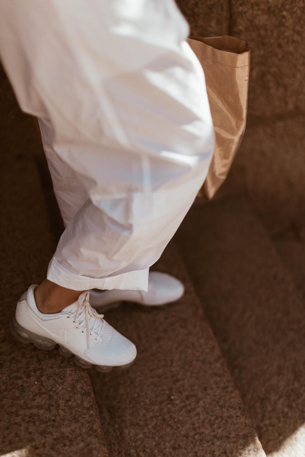 sara-che-bitte-kai-rand-pilot-jumpsuit-white-nike-vapormax-commes-des-garcon-paper-plastic-bag
