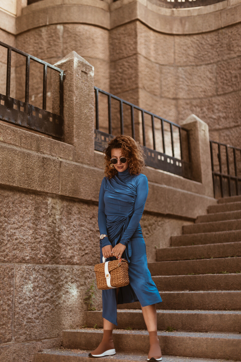 sara-che-h&m-dress-trend-ss18-beyond-retro-vintage-basket-bag-joshua-sanders-sock-sneaker-go-to-paris-curly-hair