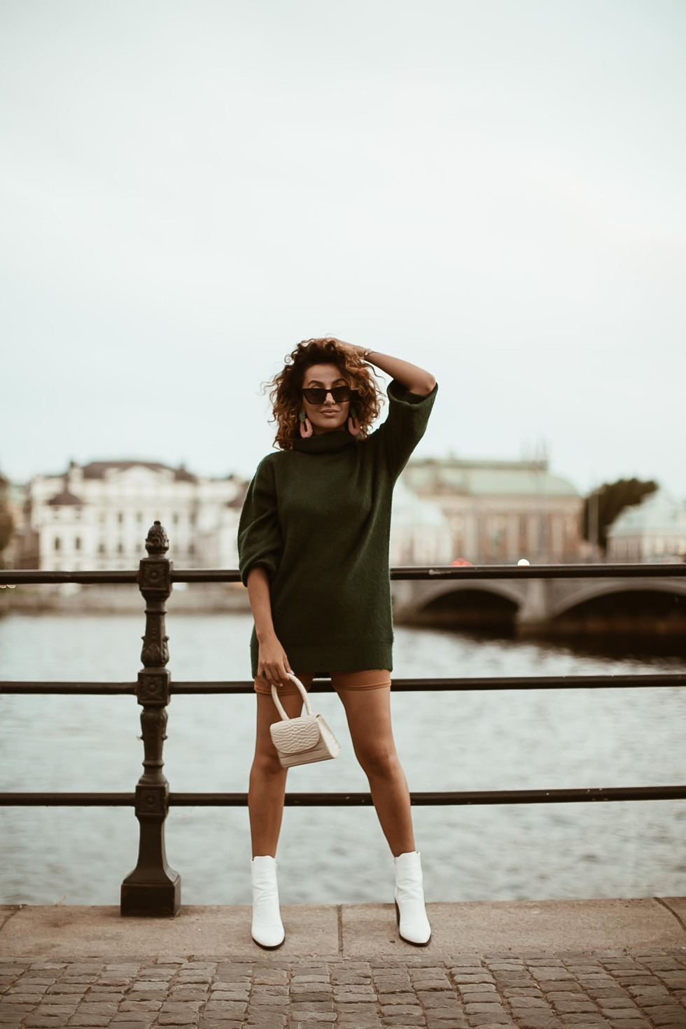 sara-che-indian-summer-turtleneck-knit-bycle-short-bag-snake-print-boots-nelly-curly-natrual-hair-persian-influencer