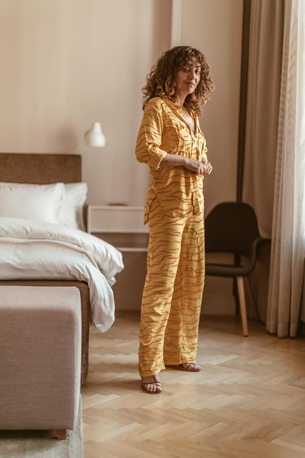 sara-che-avenue-tropical-tiger-set-shirt-pants-helsinki-st-george-hotel
