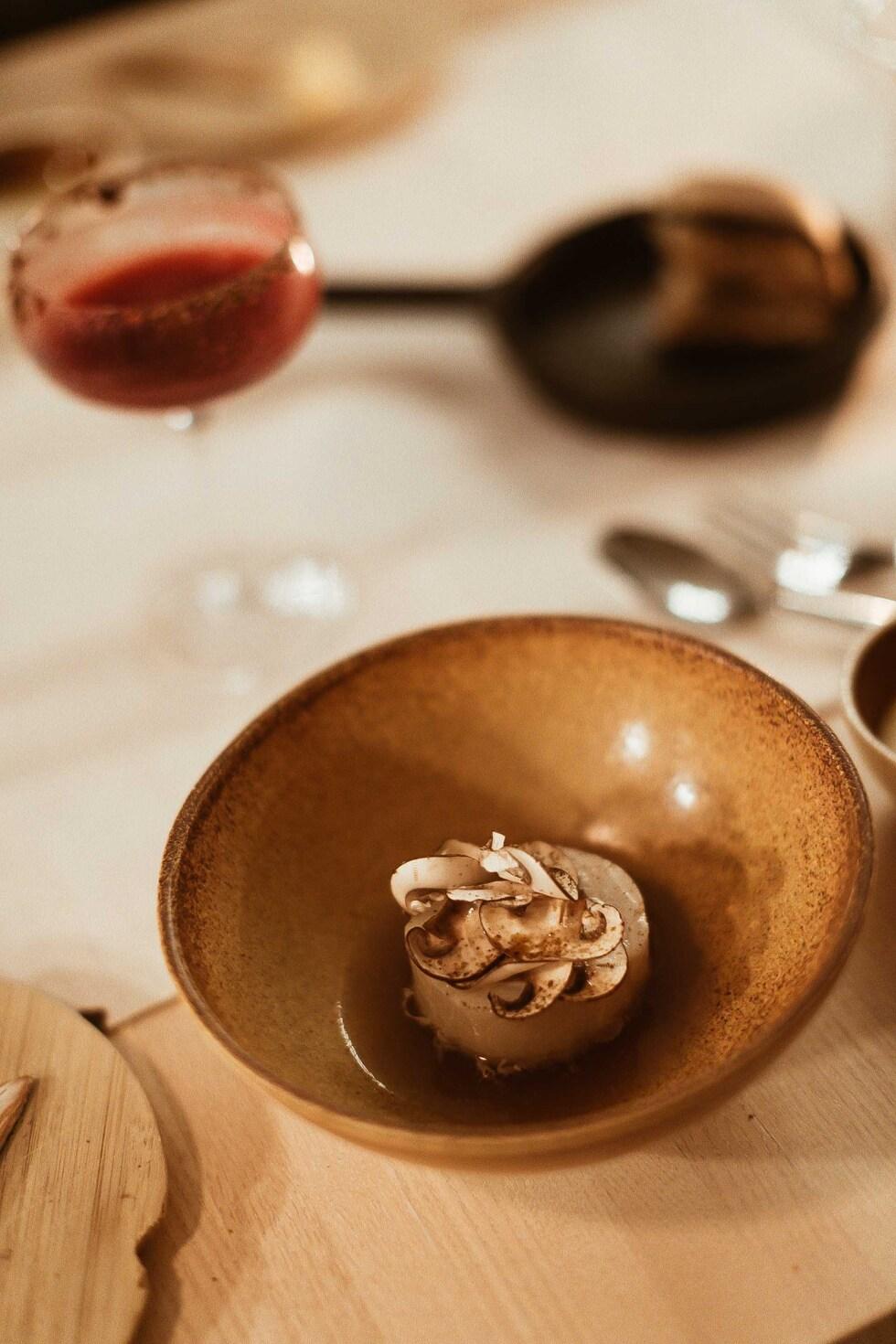 sara-che-finnair-for-foodies-helsinki-resturaunt-fine-dining-emo-